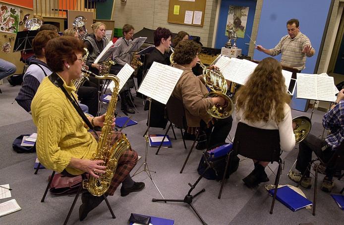 Archieffoto van een repetitie van de Lithse fanfare.