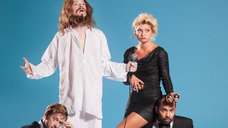 Tim (Jezus) en Wart Kamps, Hanneke Drenth, Peter van Rooijen in Jesus Christ Karaoke Bar. Beeld Casper Koster