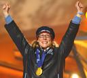 Chris Witty op het podium met haar gouden medaille.