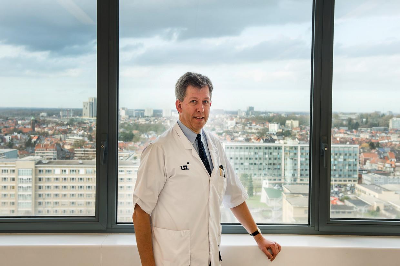 Guy Brusselle, astma- en luchtwegenspecialist (UZ Gent). Beeld ID/FRED DEBROCK