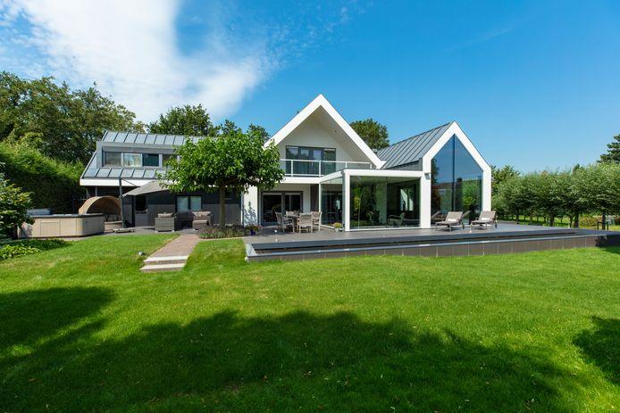 Vlogger Gio Latooy is dichtbij het kopen van dit huis in Krimpen aan de Lek.
