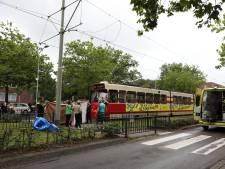 Voetganger door tram aangereden en meters meegesleurd in Voorburg