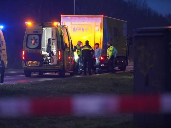 Meisje (17) komt om het leven bij aanrijding met vrachtwagen in Deventer: weg afgesloten