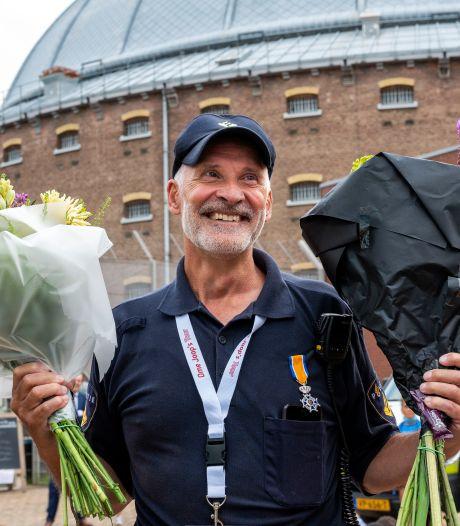 De bekendste wijkagent van Arnhem probeert 'het altijd met humor en relativering op te lossen'