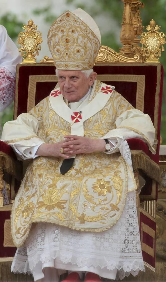 """De paus repte met geen woord over het pedofilieschandaal, maar drong aan op een """"spirituele en morele ommekeer""""."""
