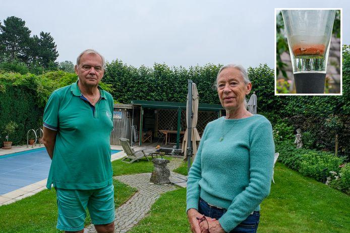 Hugo Geerens en zijn vrouw willen dat de rode stof (inzet) die ze nu al enkele weken in hun tuin aantreffen onderzocht wordt.