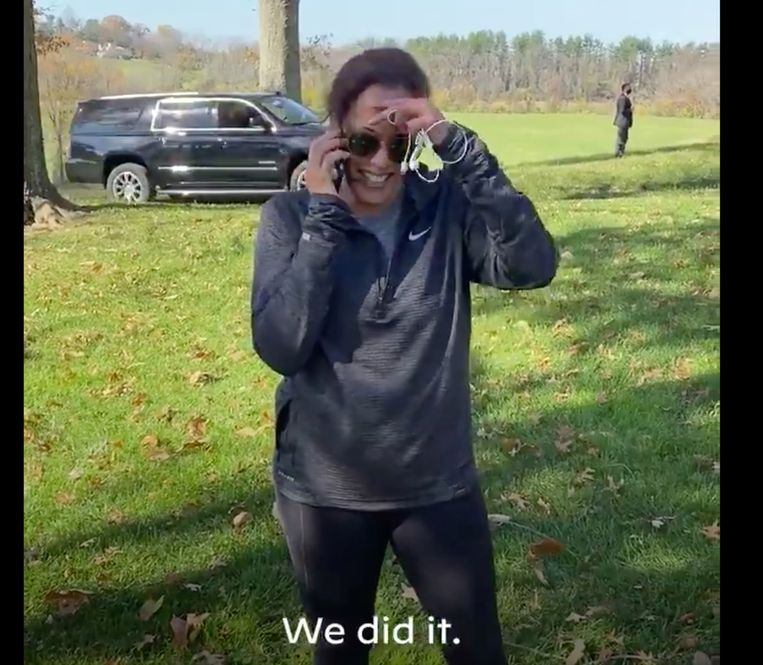 Een zeldzaam beeld uit het privéleven van Kamala Harris: haar 'overwinningstelefoontje' met Joe Biden Beeld RV