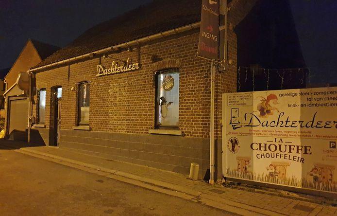 Café Dachterdeer bevindt zich in de Langestraat in Hekelgem.