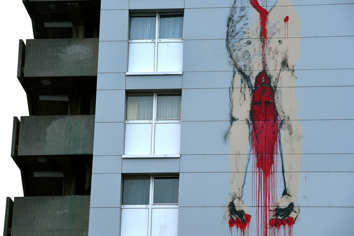 Nieuwe gruwelijke muurtekening op een flatgebouw van de Brigittinestraat  in Brussel