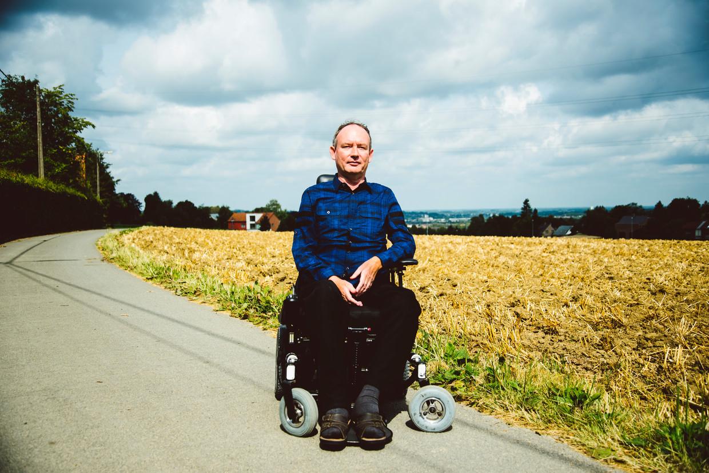 De 53-jarige Rik Huys lijdt aan SMA en krijgt daarom sinds vorig jaar Spinraza toegediend. Beeld Francis Vanhee