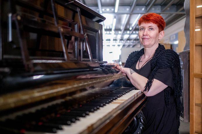Veerle Deknopper (44) ontdekte in de Mechelse kringwinkel een uitzonderlijke piano, identiek aan die van componist Claude Debussy.