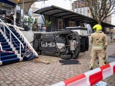 Automobilist botst tegen drijvend hotel: 'De toegangstrap is onze reddende engel'