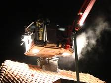 Brandweer blust schoorsteenbrand in Oosterbeek