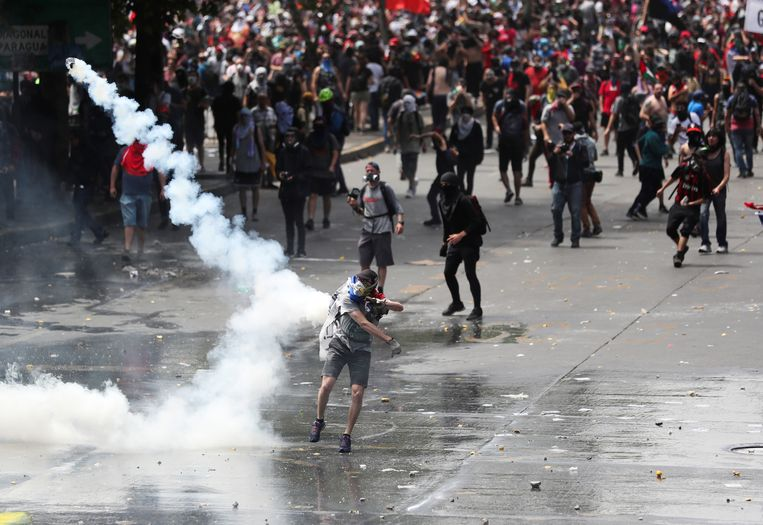 De protesten in Chili gaan door, ondanks verzoenende maatregelen van president Piñera Beeld REUTERS
