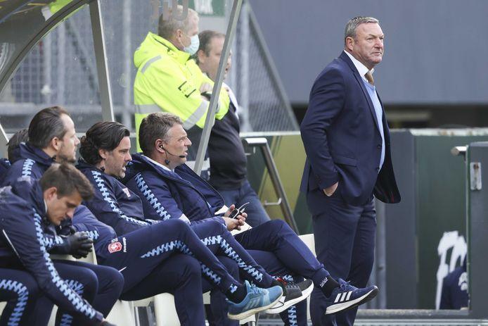 De bank van FC Twente baalt tijdens het duel tegen Fortuna Sittard.