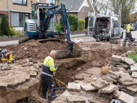 Wéér zeulen met emmers en flessen in Hoogland: binnen twee dagen springt dezelfde waterleiding twee keer