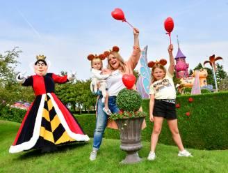 IN BEELD. Ruth Beeckmans en dochters griezelen van plezier tijdens Halloween in Disneyland Paris