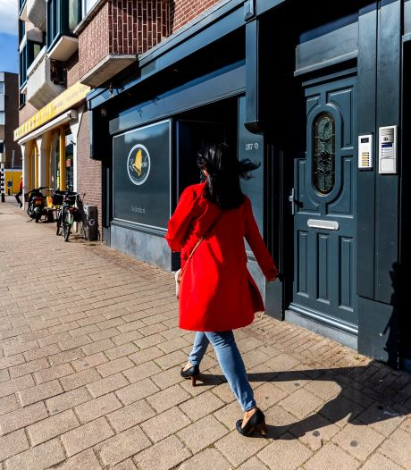 Eigenaar Utrechtse seksclubs schrijft brandbrief: 'Sekswerkers worden als stuk vuil behandeld'