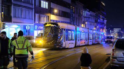 Tien passagiers en bestuurder gewond bij tramontsporing in Schaarbeek