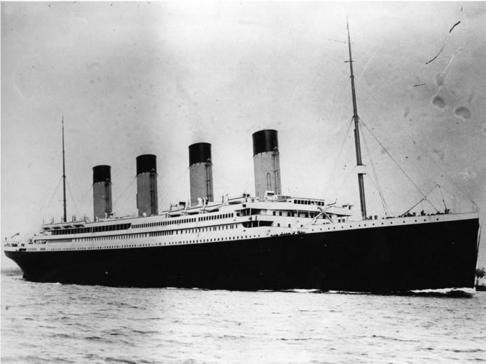 De Titanic zonk tijdens zijn eerste reis in 1912. Er kwamen toen 1500 passagiers en bemanningsleden om het  leven.