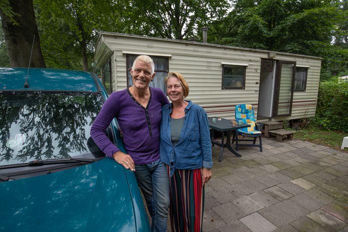Theo Steenkamer en Jolanda Feenstra, eind augustus op de camping in Emmeloord. Inmiddels zijn ze weer in Gambia.