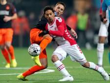 Samenvatting   Gefrustreerd PSV blijft met vorm worstelen en loopt ook in Emmen averij op