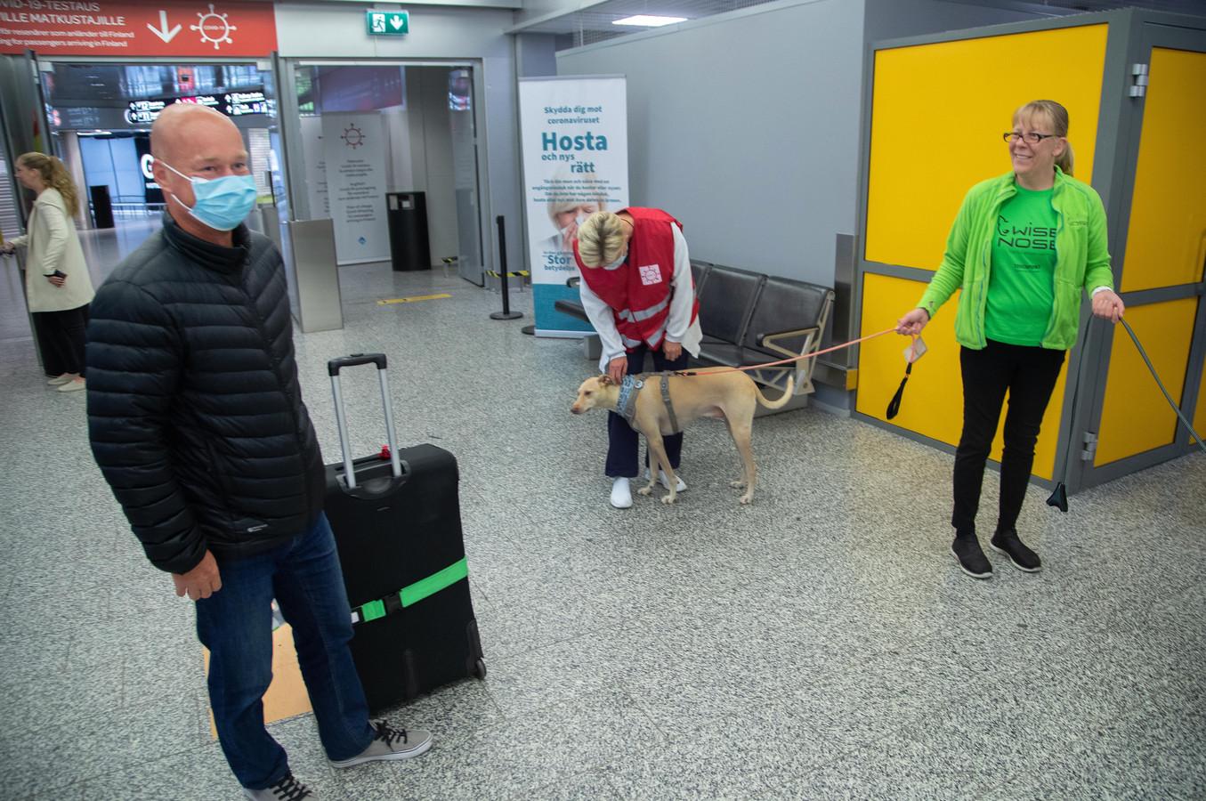 L'aéroport compte sur des chiens pour repérer les personnes atteintes par le coronavirus