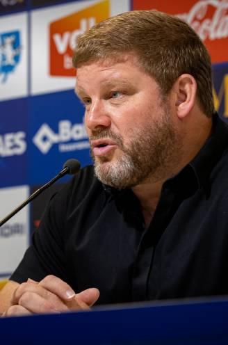 """Vanhaezebrouck kapittelt Referee Department na handspel STVV: """"Dit was overduidelijk, hier is iets raars aan de hand"""""""