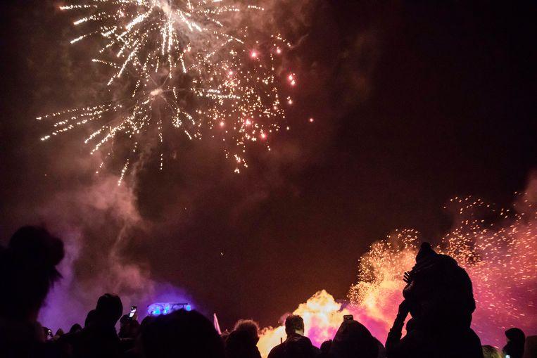Het Vallers Vuur, een traditie waarbij de kerstbomen verbrand worden en er een feest gebouwd wordt voor jong en oud.