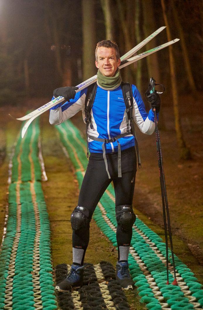 Langlaufer Imre Esser op de borstelbaan van Bedaf in Uden waar hij traint voor de grote wedstrijd in Zweden.
