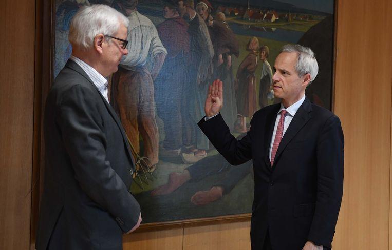 Bertrand Waucquez uit Kraainem mocht onlangs wel zijn eed als burgemeester afleggen bij de gouverneur. Zijn collega uit Wezembeek-Oppem mocht dat niet.