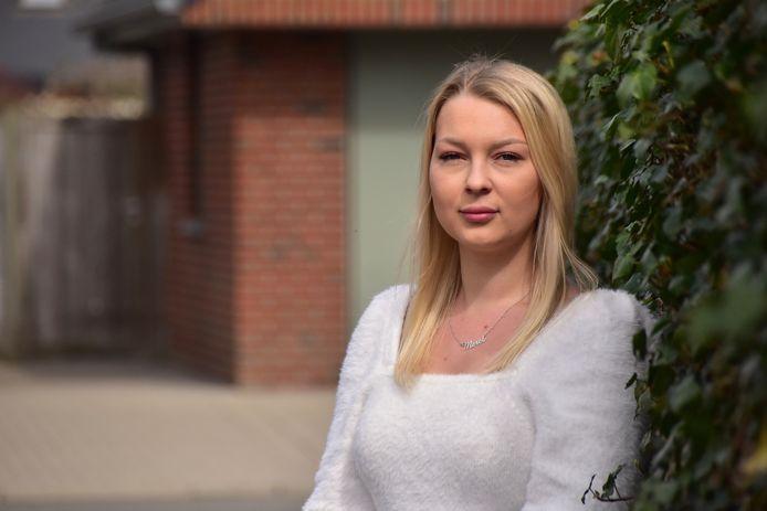 Merel Decapmaker (20) uit Roeselare kroop in haar pen omdat ze het beu is om gestalkt te worden door een 23-jarige man uit Harelbeke. Haar Facebookpost leverde een stroom van reacties op, van vele tientallen vrouwen die ook door dezelfde man lastig gevallen werden.