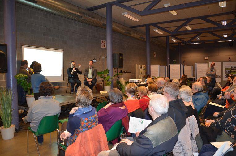 Het debat tijdens de voorstelling van het Frames-project in De Kuip.