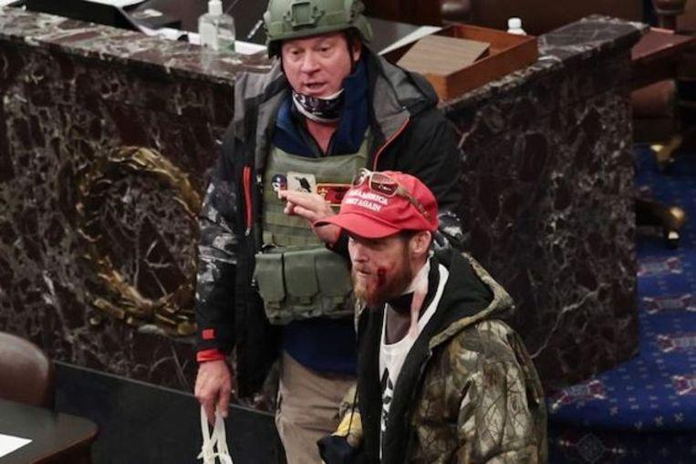 Larry Rendall Brock (met helm), een luitenant-kolonel op rust die aan de bestorming deelnam Beeld RV