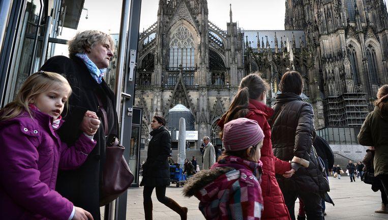 Het plein voor de imposante Dom. Over het gebrekkige politieoptreden hier worden veel vragen gesteld. Beeld Marcel van den Bergh