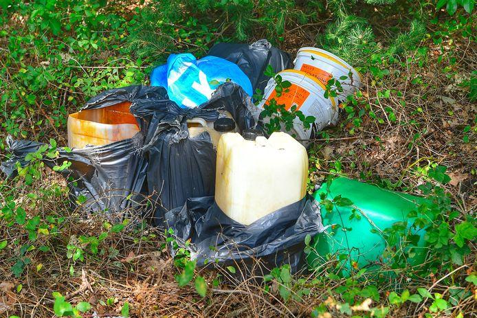 Verdachte vaten gevonden in natuurgebied bij Veldhoven.
