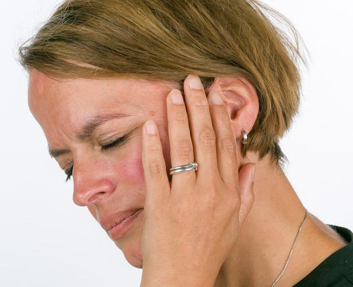 Er zijn maar liefst 400 verschillende oorzaken die ten grondslag kunnen liggen aan hinderlijk oorsuizen of tinnitus.