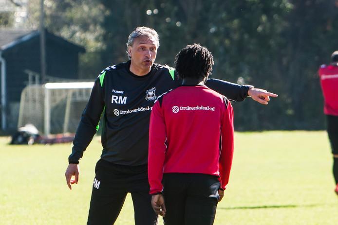 Robert Maaskant leidt zijn eerste training bij Go Ahead Eagles