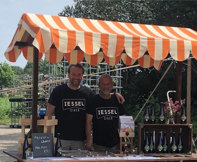 De cidermakers van de IESSEL ciderij, Marin van Sprang en Rob le Rutte