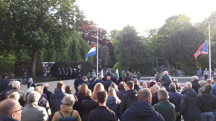 Dodenherdenking bij het Joodse monument aan de Bossche Poort in Zaltbommel.