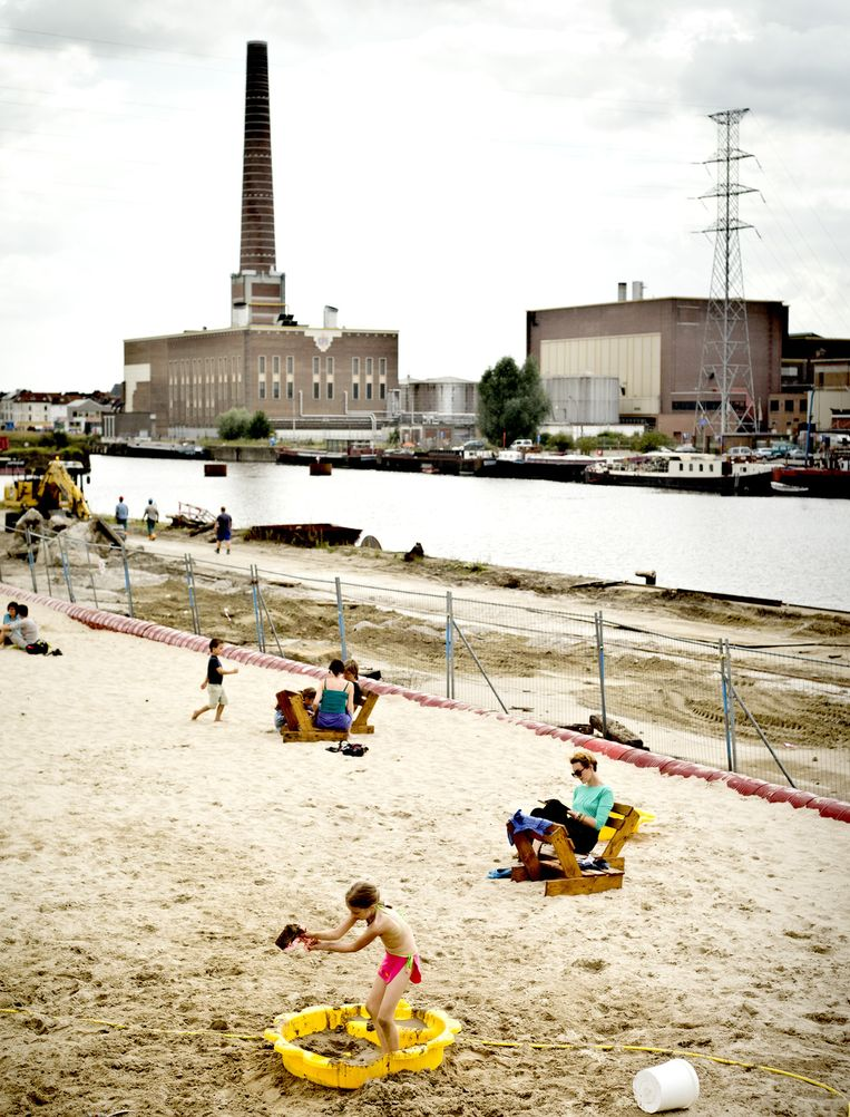 Het DOK-strand in Gent, een van de steden waar de bevolkingsaangroei het hoogst is (+12 procent). Beeld Jonas Lampens