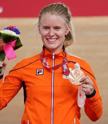 Paralympiër Caroline Groot krijgt Doetinchemse sportprijs en oorkonde