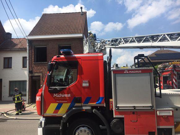De brandweer zette onder meer een ladderwagen in.