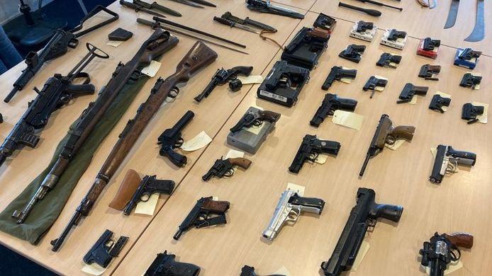Een deel van de ingeleverde wapens