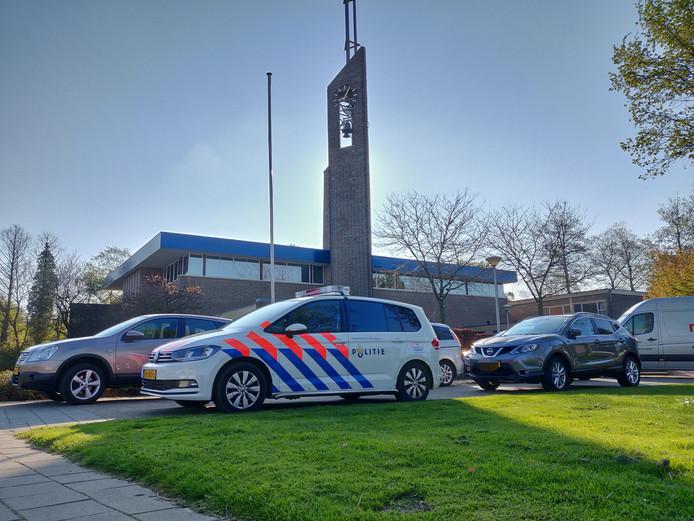 Politie bij de Bethelkerk, zaterdag.