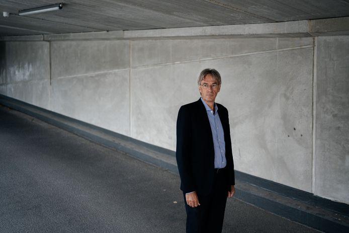 Prof. dr. Herman Goossens (UZA, Antwerpen) beklemtoont het nut van sneltests, maar ze moeten wel door professionals uitgevoerd worden.