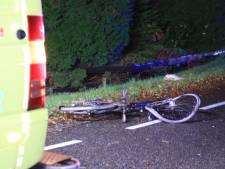 Automobilist rijdt door na aanrijding met fietser in Zwaag, slachtoffer met spoed naar ziekenhuis