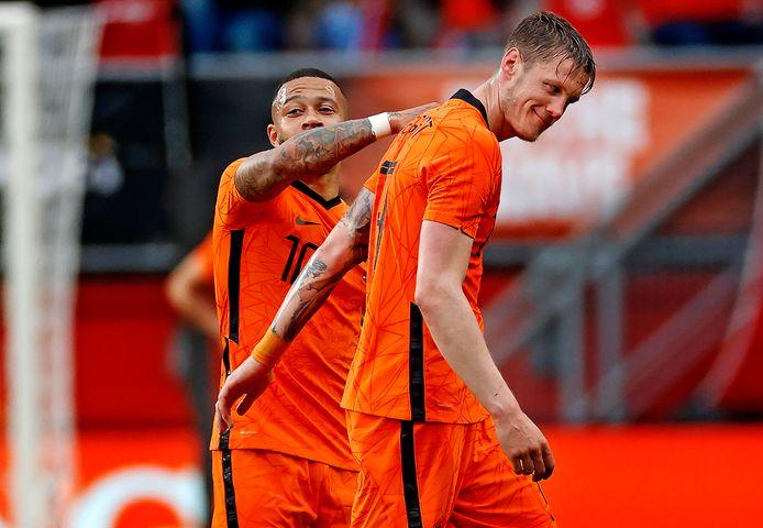 Wout Weghorst en Memphis Depay tijdens het oefenduel tussen Nederland en Georgië.