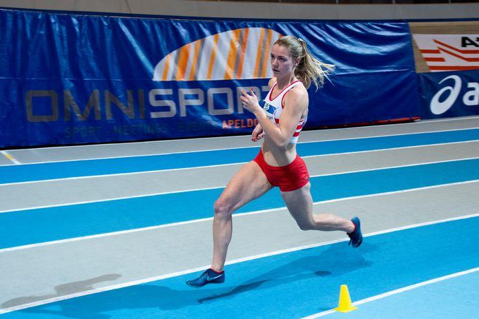 Hanneke Oosterwegel tijdens het NK indoor atletiek.