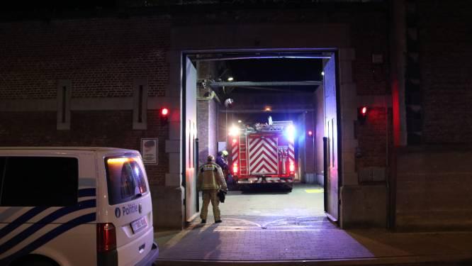 Gedetineerden zorgen voor onrust in gevangenis en steken papier in brand